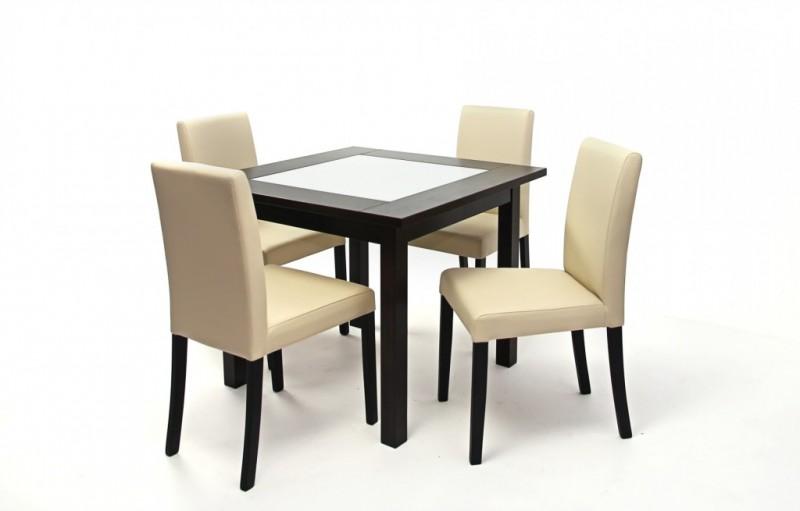 kicsi asztal székekkel